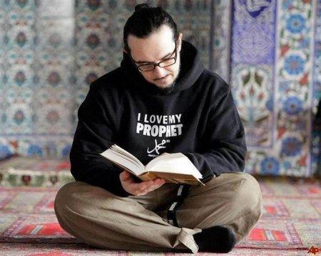 Baca qur'an pemuda