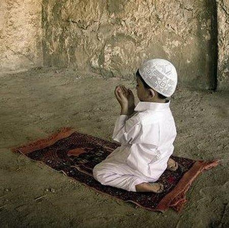 Anak berdoa .