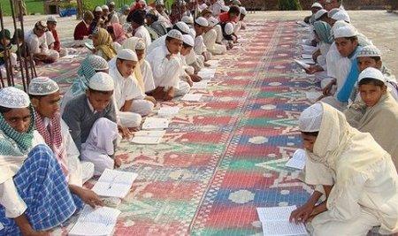 Jemaah Tabligh belajar di india