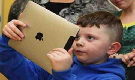 Anak candu laptop