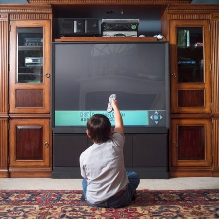 Anak nonton TV 4