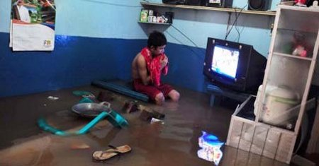 Anak nonton Tv 5