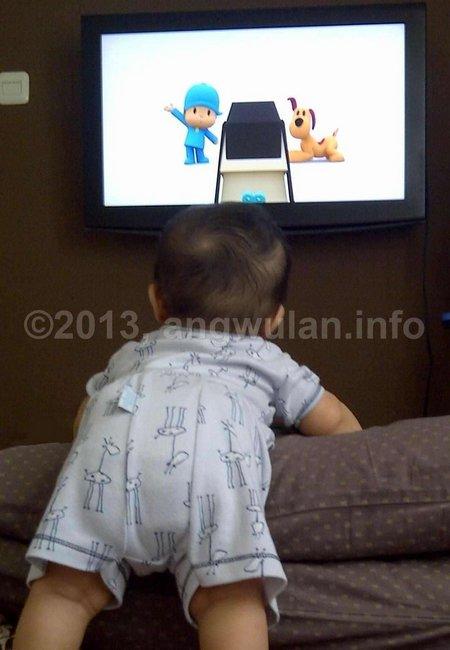 bayi-nonton-tv