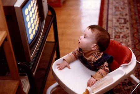 Bayi nonton TV