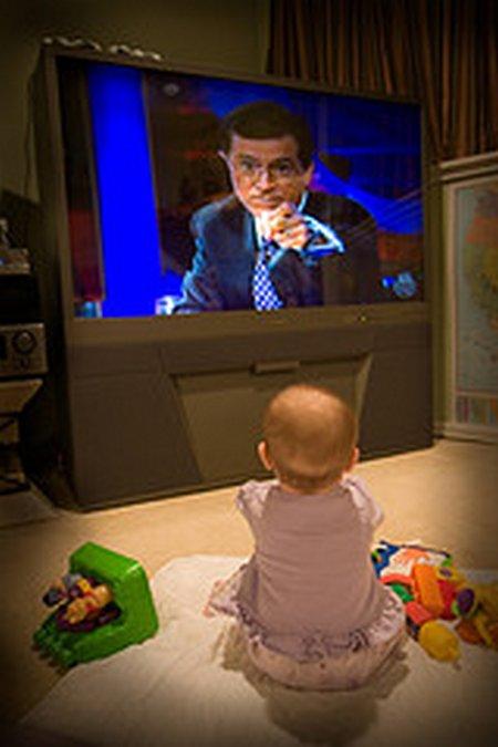 Bayi nonton TV 2
