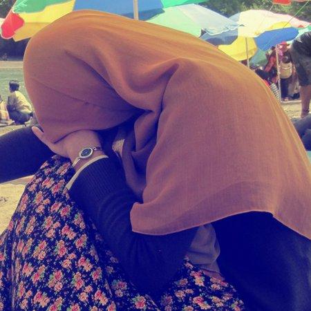 Galau cewe jilbab coklat