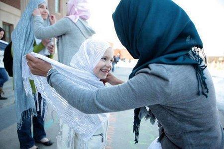 Ibu jilbab anak1