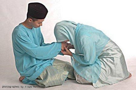 Sungkem istri ama suami