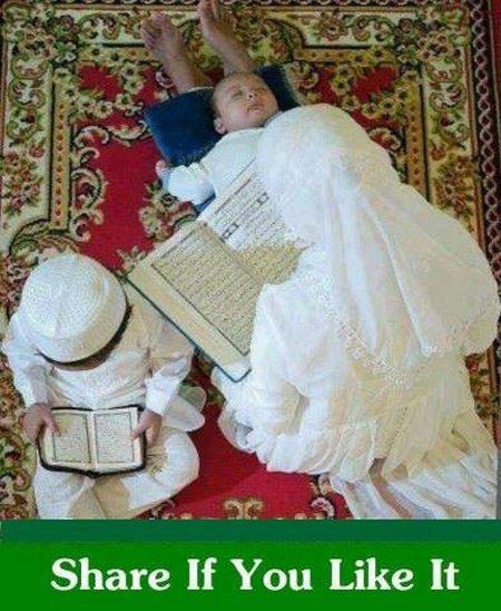 Ibu baca quran ama anak 2 nya