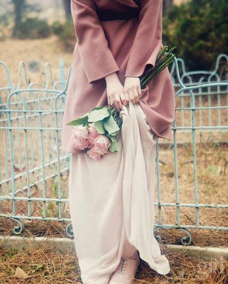 Gadis dan bunga