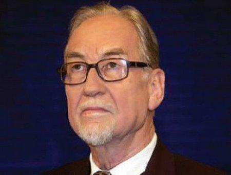 Mantan Direktur NATO Masuk Islam