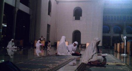Iktikaf di masjid-al-akbar3