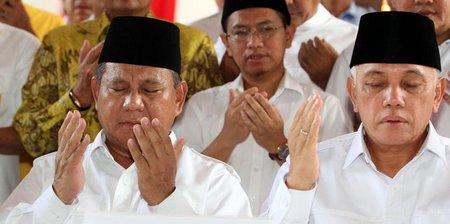 Prabowo hatta berdoa