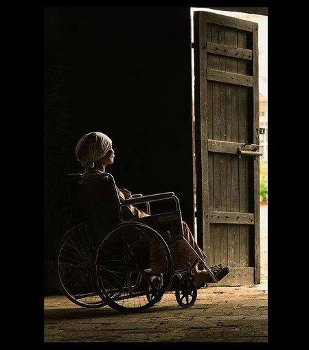 Ibu di korsi roda