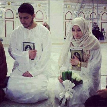Pasangan bawa quran