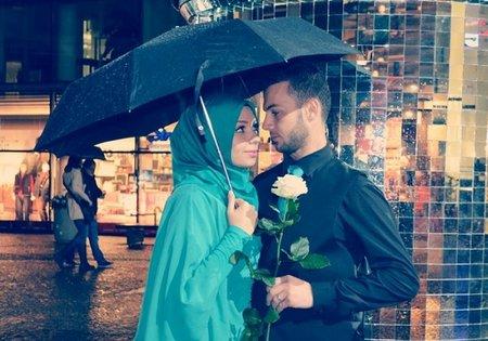 Suami-romantis-payung