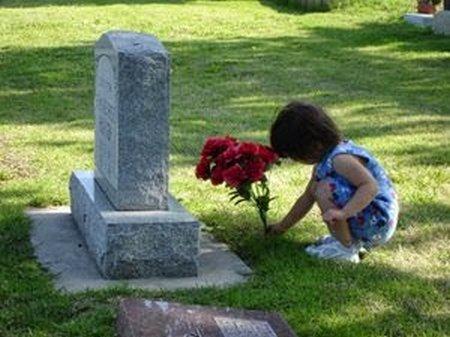 Anak di makam