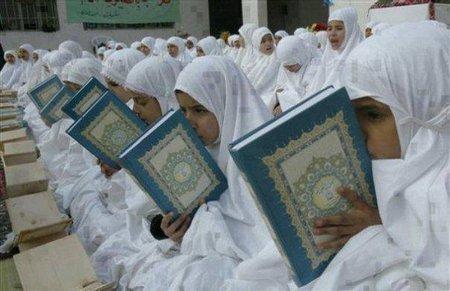 Cium Quran anak 2
