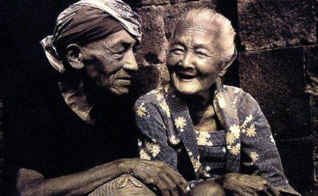 Ibu dan bapak tua