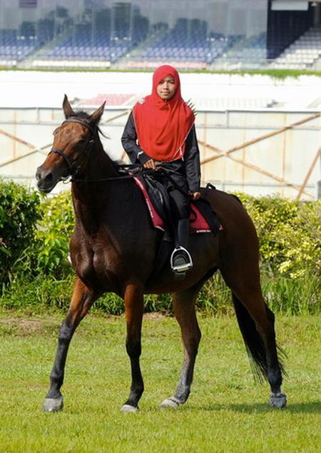 Jilbab berkuda 1