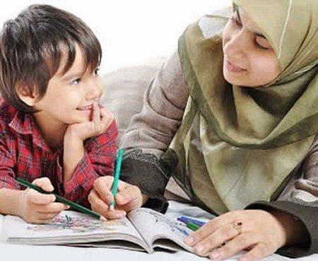 Ibu dan anak belajar menulis