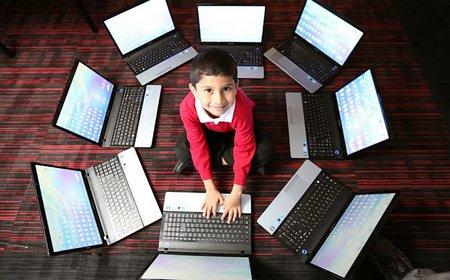 komputer anak kecil