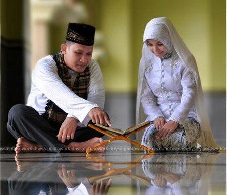 Pasangan suami istri ngaji