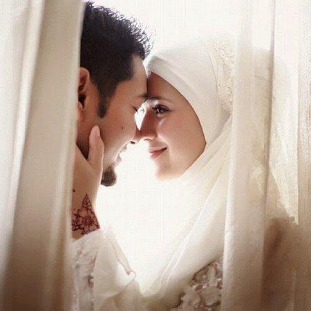 Suami istri romantis dan bahagia