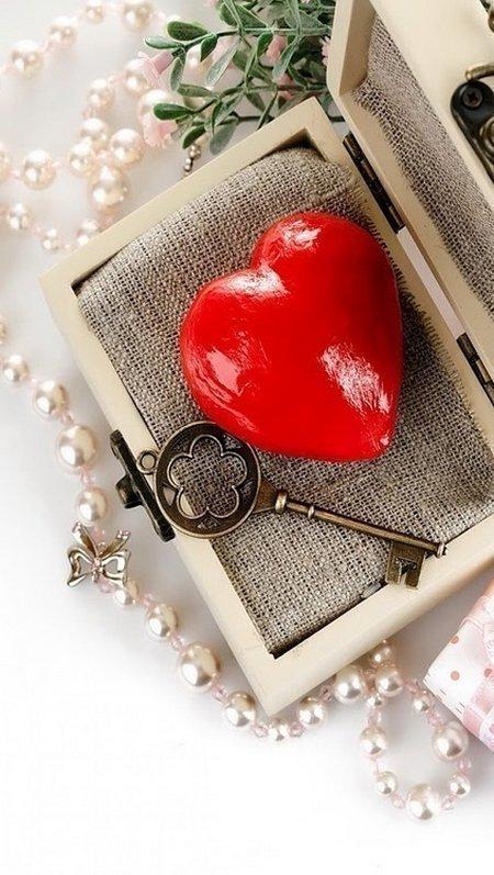 Hati kunci dalam kotak